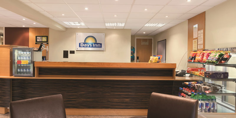 days inn warwick north reception