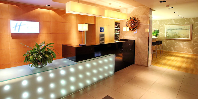 holiday inn express redditch lobby