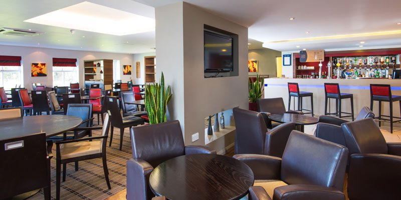 holiday inn express warwick bar