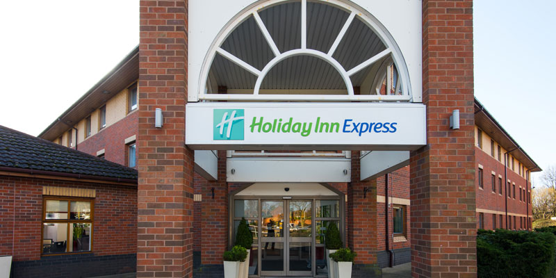 holiday inn express warwick exterior 1