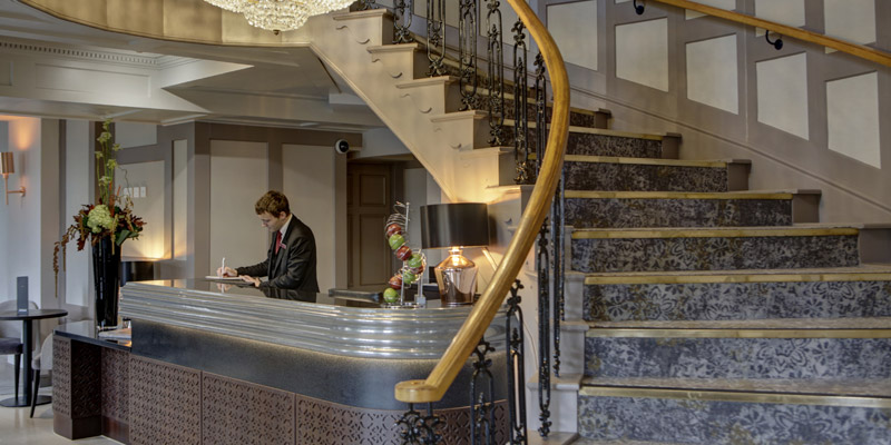 meriden manor hotel stairs reception